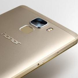 ����� �������� Huawei Honor 7 ���������� � ����