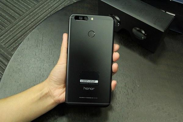 Смартфон Honor Note 9 показался напервом «живом» фото