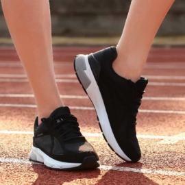 Xiaomi показали «умные» кроссовки