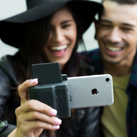 Чехол превращает iPhone в Polaroid