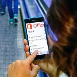 Microsoft Lumia 540 ������� � ������