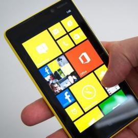Nokia Lumia 820 получила фирменные аксессуары