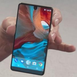 Essential Phone попадет к покупателям до конца лета