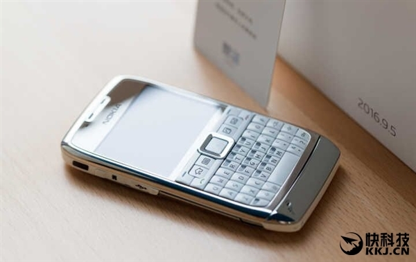 Вглобальной сети появились фото планшетофона отMeizu