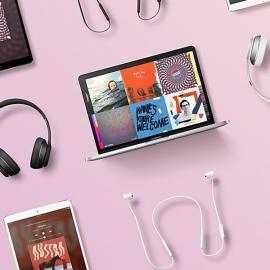 Apple подарит наушники Beats