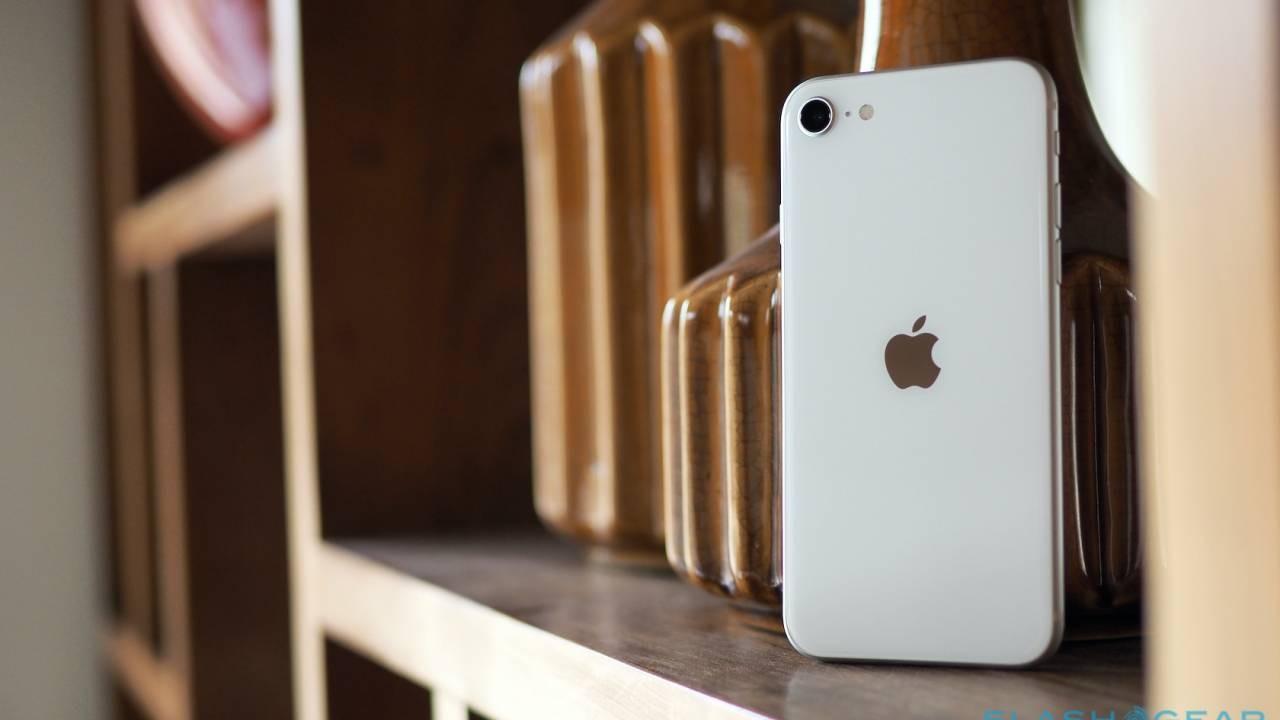 Новый iPhone стремительно подешевел в России