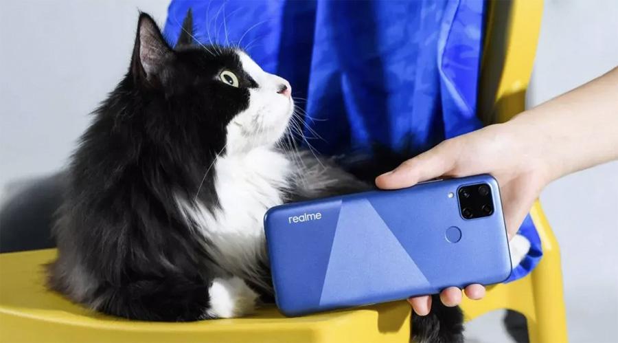 Выпущен недорогой смартфон с четырьмя камерами и огромной батареей