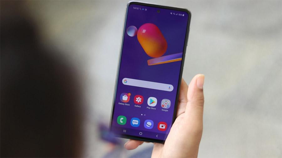 Samsung выпустила в России недорогой смартфон с огромной батареей