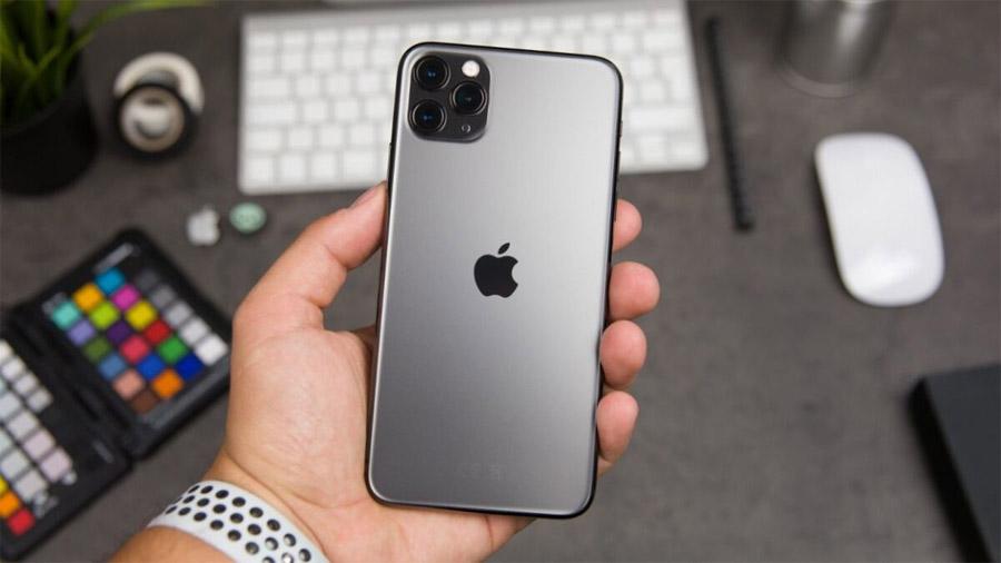 В России резко подешевел флагманский iPhone